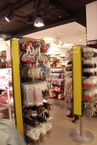 2011032429 2011香港探親血拼自由行(4)中環H&M旗艦店好好買