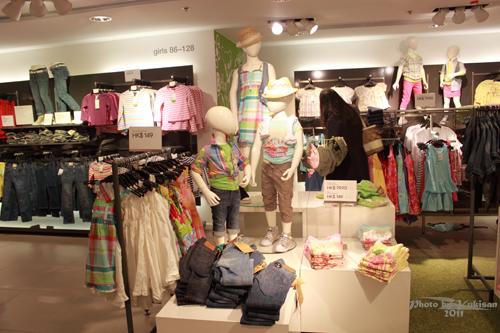 2011032442 2011香港探親血拼自由行(4)中環H&M旗艦店好好買