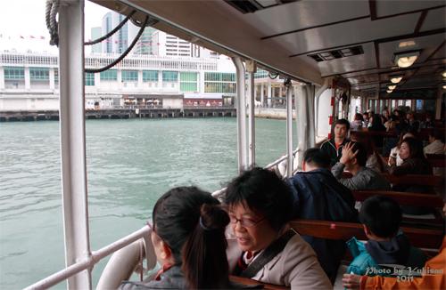 2011041038 2011香港探親血拼自由行(13)天星小輪橫渡維多利亞港