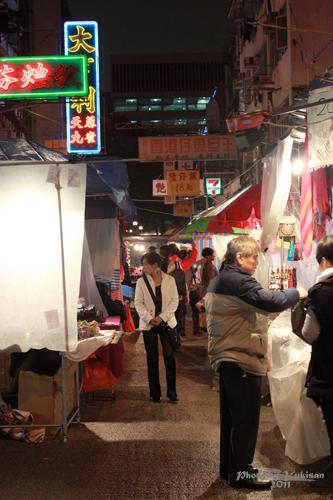 2011041416 2011香港探親血拼自由行(16)評價不高的廟街興記煲仔飯