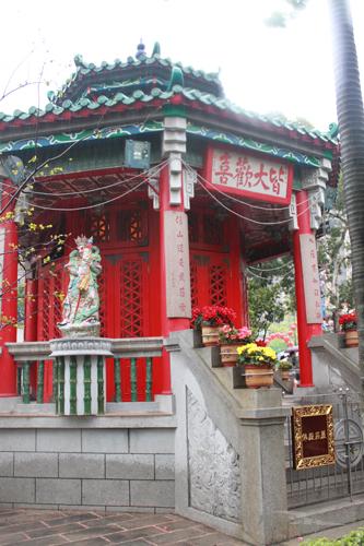 2011040119 2011香港探親血拼自由行(9)黃大仙廟雨好大哩!