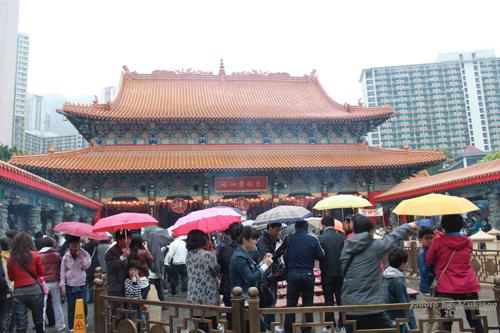 2011040115 2011香港探親血拼自由行(9)黃大仙廟雨好大哩!