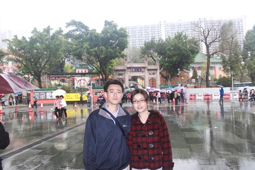 2011040136 2011香港探親血拼自由行(9)黃大仙廟雨好大哩!