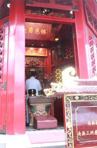 2011040120 2011香港探親血拼自由行(9)黃大仙廟雨好大哩!