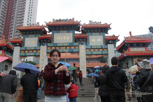 2011040113 2011香港探親血拼自由行(9)黃大仙廟雨好大哩!