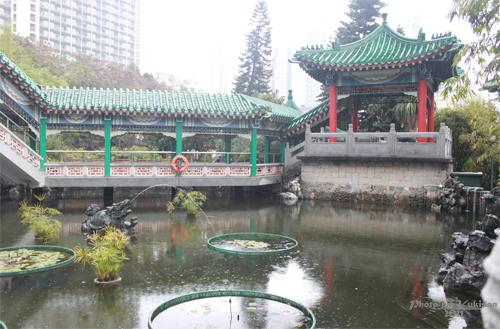 2011040127 2011香港探親血拼自由行(9)黃大仙廟雨好大哩!