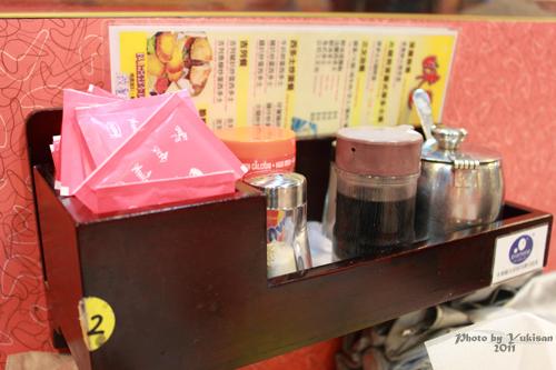 2011033113 2011香港探親血拼自由行(8)油麻地閒逛到旺角、味皇餐廳小廚港式早餐