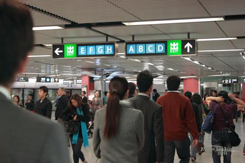 2011032424 2011香港探親血拼自由行(4)中環H&M旗艦店好好買