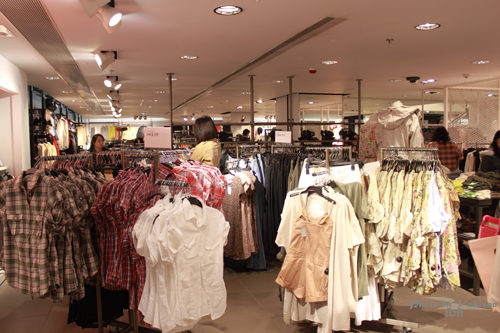 2011032440 2011香港探親血拼自由行(4)中環H&M旗艦店好好買