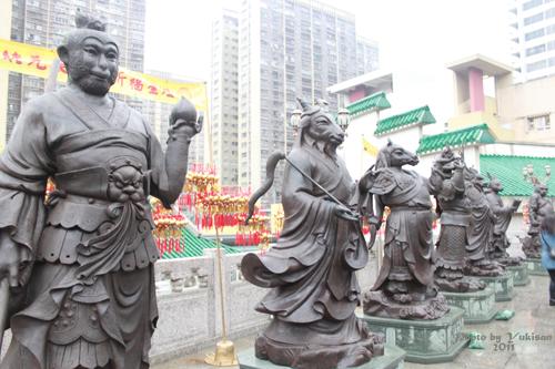 2011040112 2011香港探親血拼自由行(9)黃大仙廟雨好大哩!