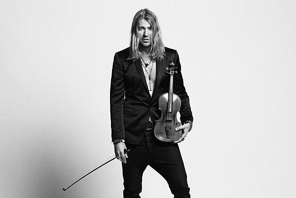 dg-black-white-full-with-violin