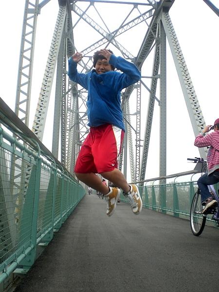 是真的要讓橋垮下來是不是!!