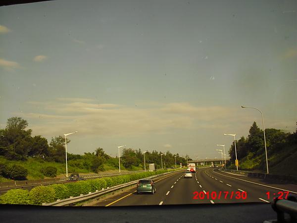 往機場ㄉ路上...