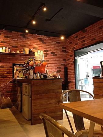 Juggler cafe 004
