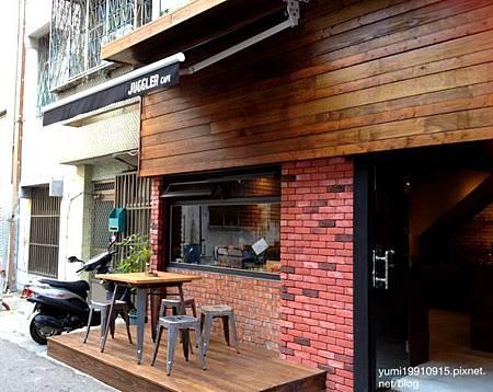 Juggler cafe 009