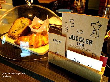 Juggler cafe 016