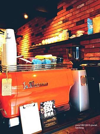 Juggler cafe 017