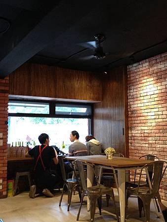 Juggler cafe 042