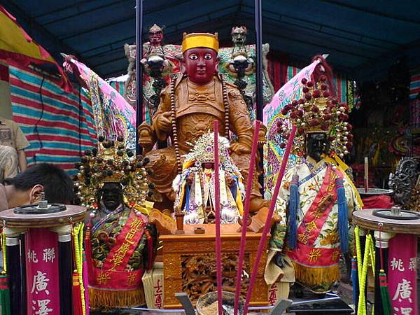 鎮殿聖王公與百年聖王公(壓陣轎)