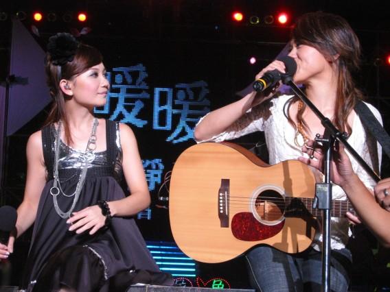 和TANYA合唱