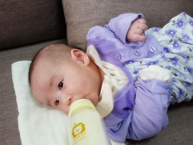 小獅王辛巴超輕鑽奶瓶 (23).jpg
