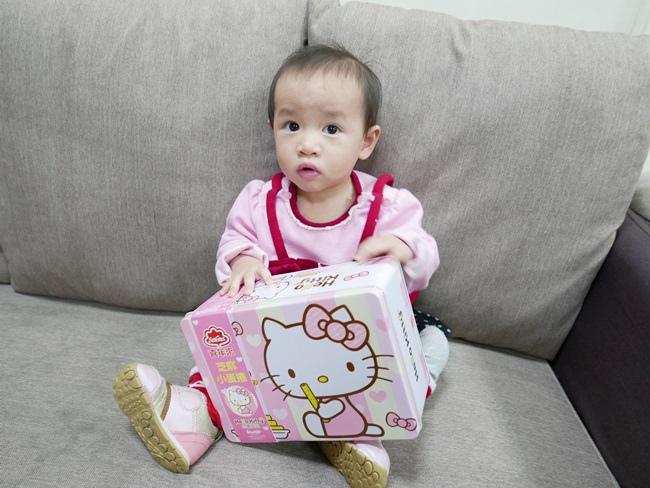 Hello Kittty芝麻小蛋捲禮盒 (2).JPG