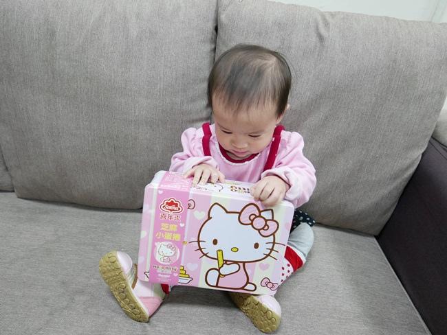 Hello Kittty芝麻小蛋捲禮盒 (4).JPG