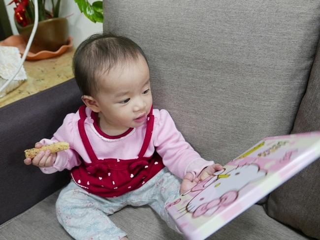 Hello Kittty芝麻小蛋捲禮盒 (6).JPG