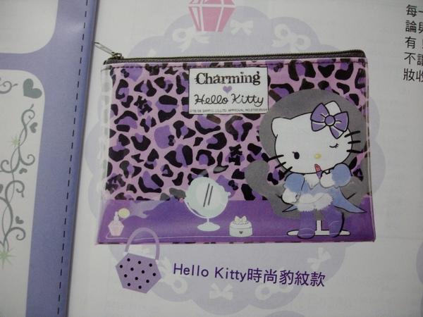 還有送三款化妝包,我最想要這款紫色豹紋的