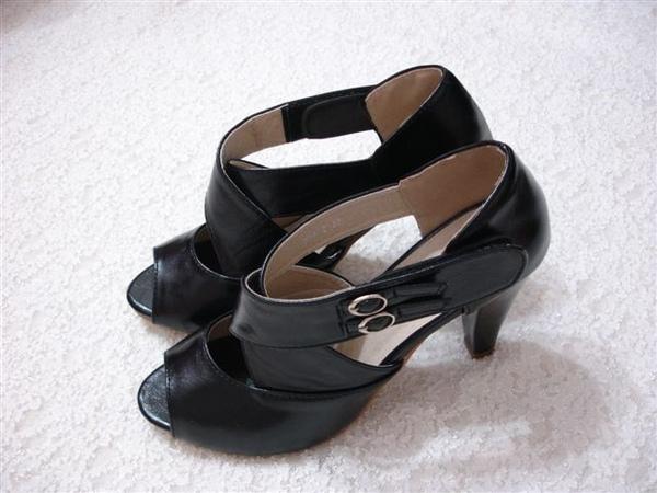 Gmarket也有賣類似款的 寬版交叉高跟鞋