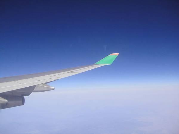 長榮的機翼與藍天