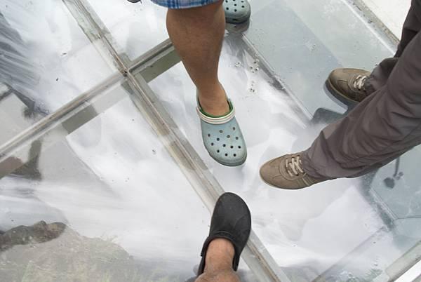 腳下就是瀑布