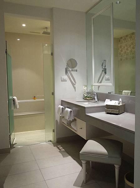 ▲房間非常大,共有10坪左右,設備相當乾淨新穎