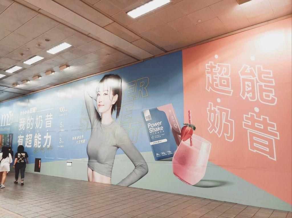 超能奶昔姐姐謝金燕代言、韓國練習生在喝高蛋白低卡纖奶昔.jpg.jpg