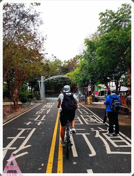 1216自行車道上沿途都是綠樹美景讓人好放鬆001.jpg