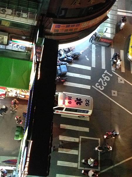 樂華夜市 救護車被擋1