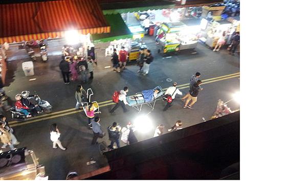 樂華夜市 救護車被擋 3