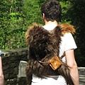 背著猴子(背包)的老外
