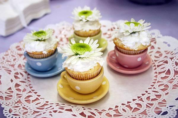 4 teacup cupcakes nofussfabulous dot com