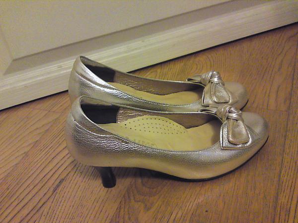 訂婚時穿的鞋子1.JPG