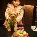 2歲小乖生日與妮妮合照