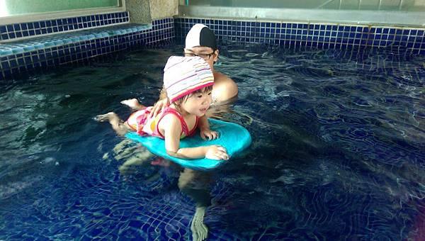 愛玩水的小乖