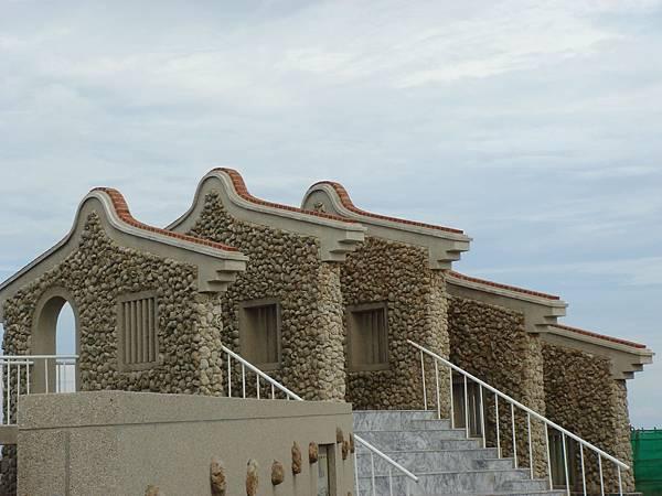 魚骨、貝殼建造的建築物