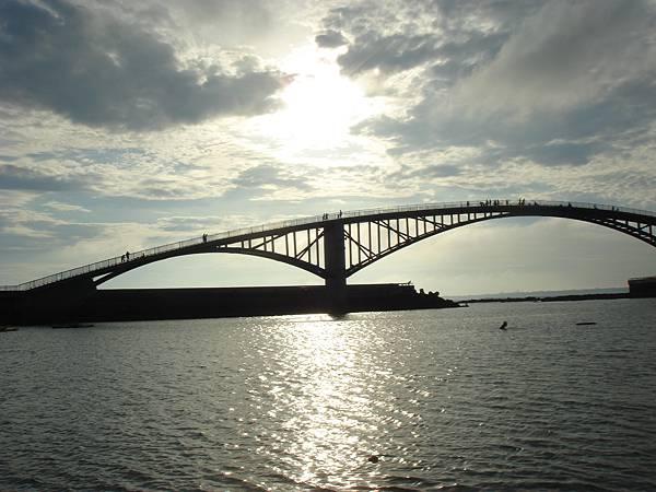 黃昏的觀音亭彩虹橋
