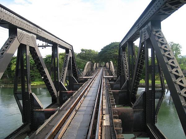桂河大橋上