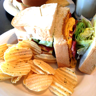 今天培根花生歐姆蛋三明治