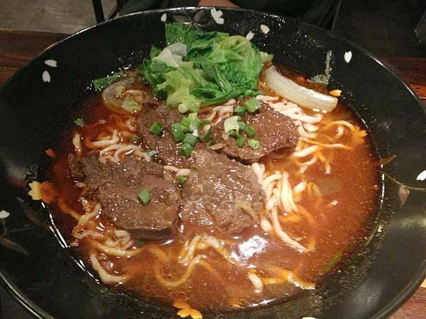 美華古典麵食館-牛肉麵-a