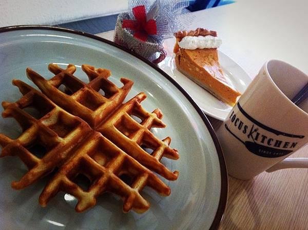 香濃熱咖啡與楓蜜鬆餅