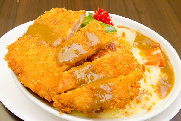 藍帶豬排咖哩焗烤飯