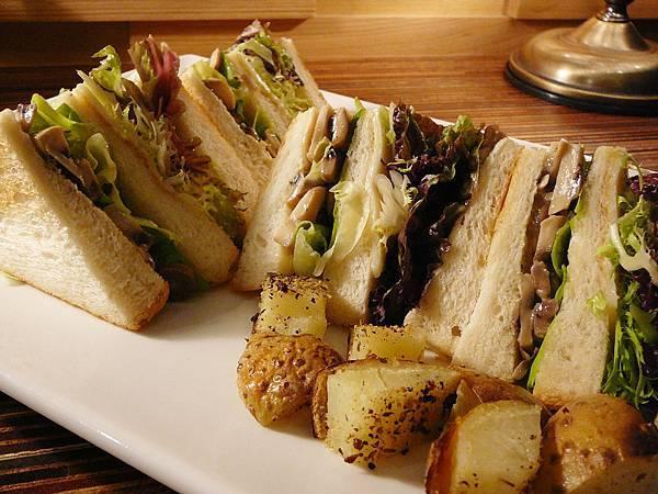 香料蘑菇沙拉三明治2